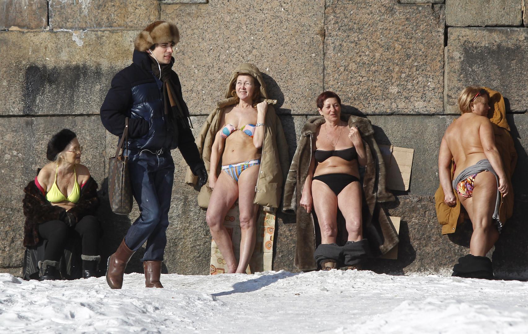 In der Peter und Paul Festung wird dagegen auch gern mal sonnengebadet - auch im Winter, wie hier im März 2010.
