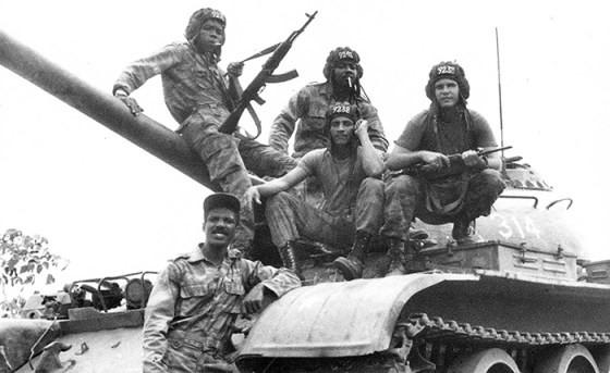 Kubanische Panzereinheit in Angola