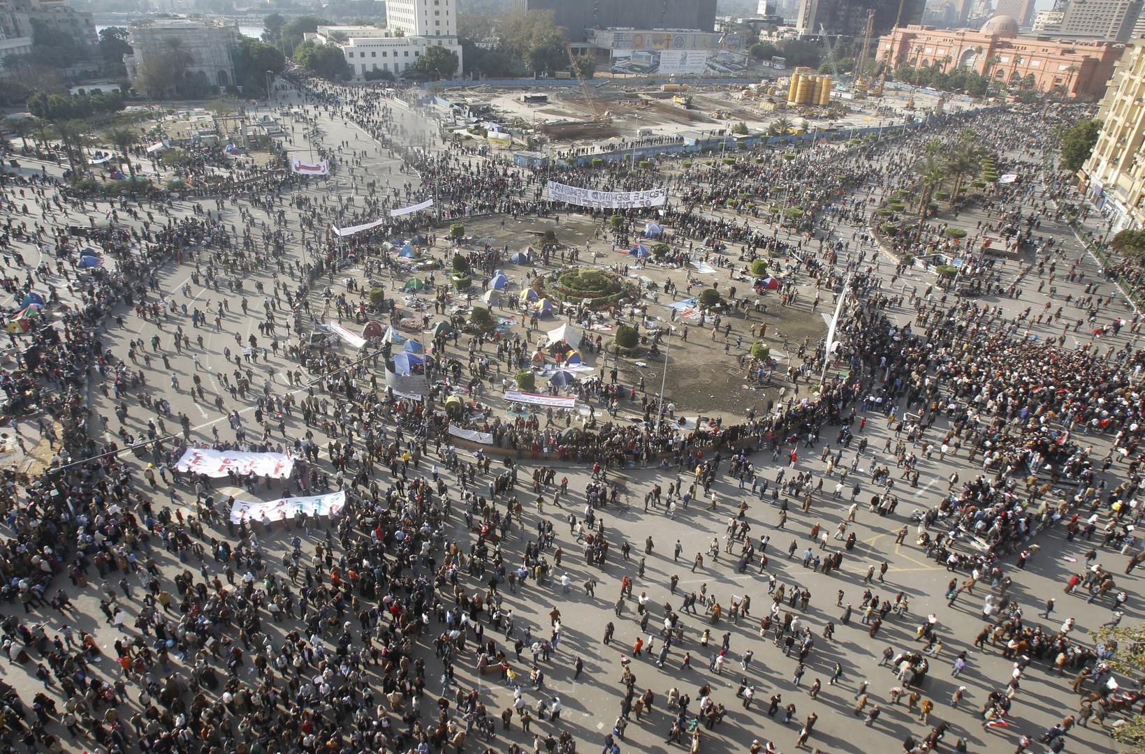 Am zweiten Februar, eine Woche nach dem Beginn der Proteste, stehen zum ersten Mal feste Infrastrukturen auf dem Platz. Die Zelte werden in den kommenden Monaten zu Mittelpunkt der ägyptischen Politik.