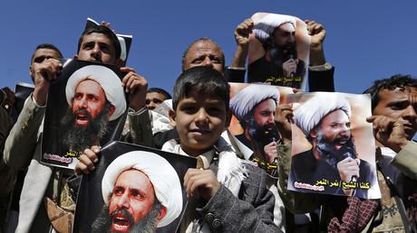 Anhänger des schiitischen Geistlichen Nimr al-Nimr protestierten bereits im Oktober 2014 vor der saudischen Botschaft in Sanaa gegen dessen Verhaftung.
