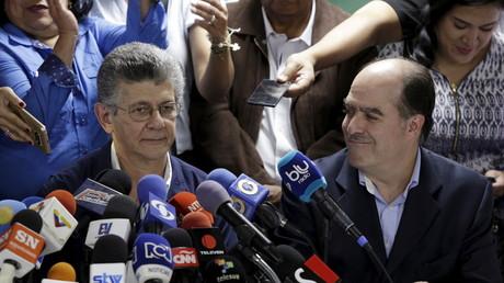 Henry Ramos Allup (links) wird der zukünftige Chef des venezolanischen Parlaments. Als Sprecher der Opposition will er die Regierung stürzen.