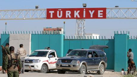 YPG-Kämpfer nach der Rückeroberung von Tel Abyad