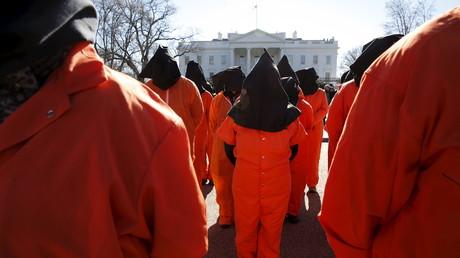 Proteste vor dem Weißen Haus in Washington fordern die Schließung des irregulären Gefangenlagers, Washington, 11. Januar 2016