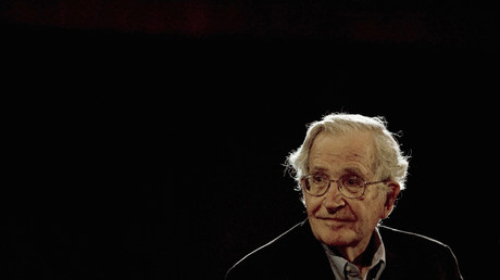 Linguist und Philosoph Noam Chomsky nach einer Rede in Mexiko beim National Autonomous University's Educational Investigation Institute (UNAM) am 21. September 2009.