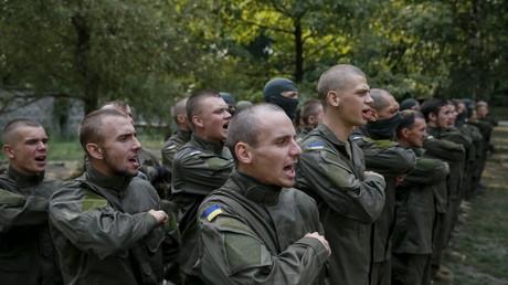 Dem Pentagon sei Dank: Neue Asow-Rekruten können wieder in den Genuss von US-Militärhilfe gelangen