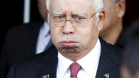 Malaysia's Premier Najib Razak verlässt das Parlament in Kuala Lumpur, nachdem sein Generalstaatsanwalt ihm bestätigt hat, dass er nicht korrupt ist.