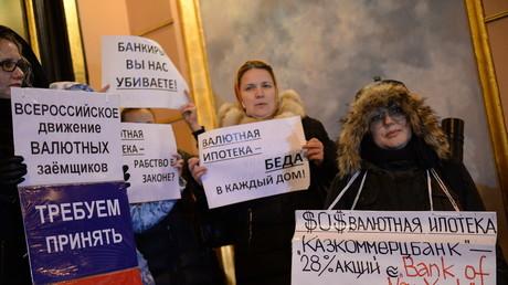 Proteste von Schuldnern in Moskau, die ihre Hypotheken in ausländischen Währungen nicht bedienen können.