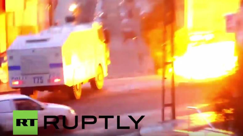 Istanbul: Tränengas und Wasserwerfer im Einsatz bei Zusammenstößen bei pro-kurdischer Demo