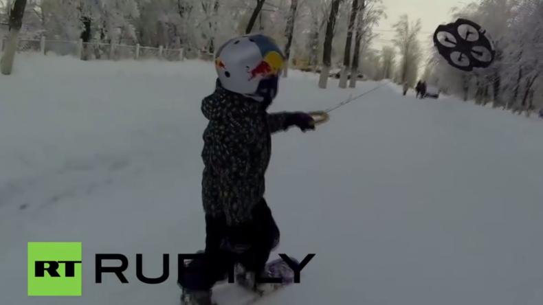 """Russland: Neue Sportart? Kind führt """"Droneboarding"""" vor"""