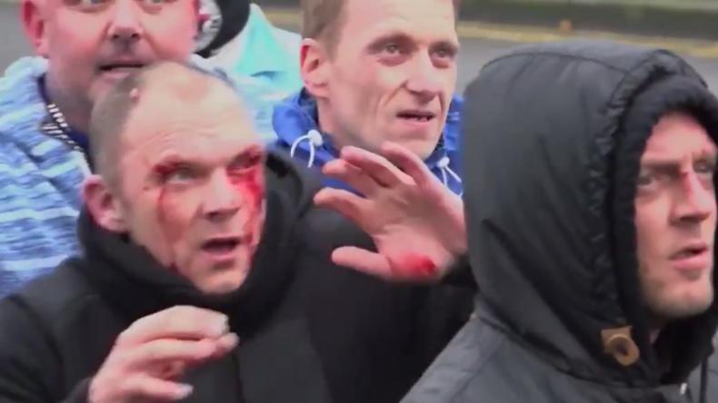 Massenschlägerei zwischen Antifa-Anhängern und Rechtsradikalen - Mehrere Verletzte