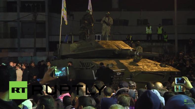 Palästina: Kassam-Brigaden präsentieren selbstgebauten Panzer bei Zeremonie in Gaza