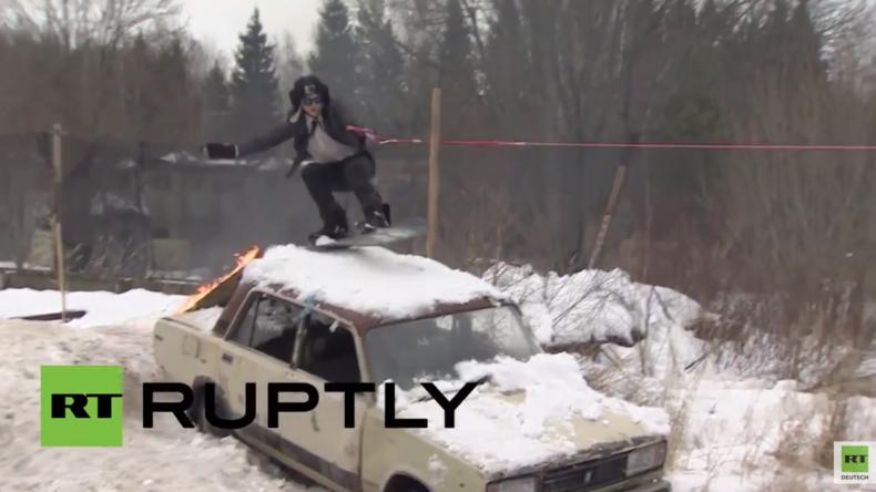 Russland: Mittagspause mal anders - Snowboarden und Skifahren mit einem Panzer