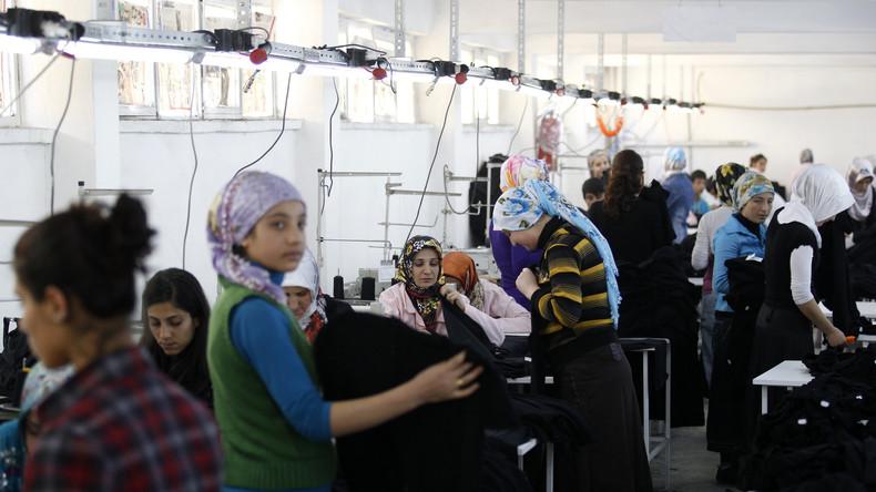 Refugees welcome in der Textilindustrie: Billige Kleidung für Europa dank Flüchtlingskrise