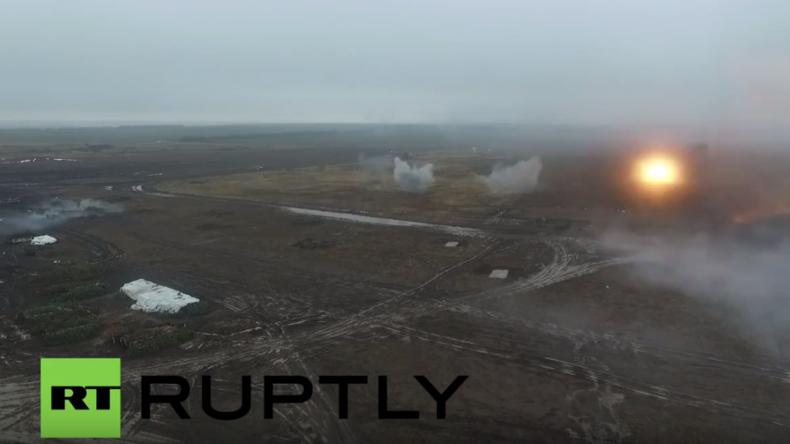 Ukraine: Drohnenaufnahmen zeigen Militärtraining der Donezker Volksrepublik