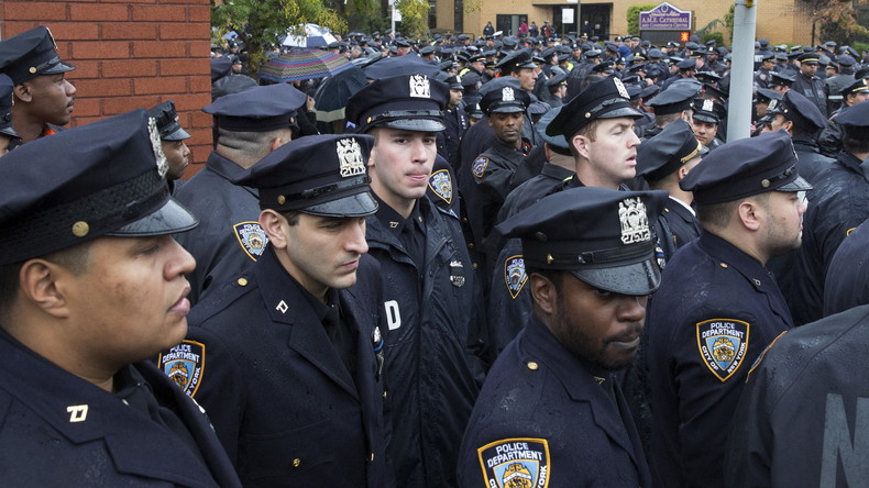 Cop verprügelt Cop: Afro-amerikanischer Polizist erhält 15 Millionen Dollar Entschädigung