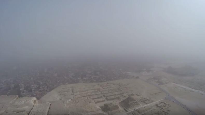 Trotz Verbot: 18-Jähriger aus München besteigt Cheops-Pyramide und liefert beeindruckende Aufnahmen