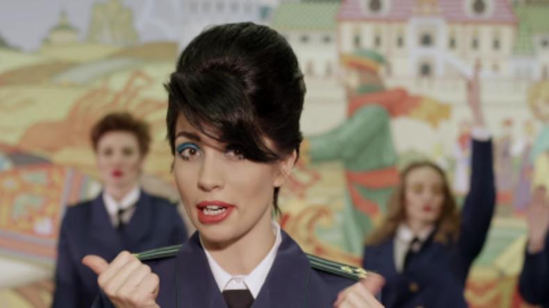 Pussy Riot-Aktivistin veröffentlicht neues Musikvideo - Eine Kunstkritik