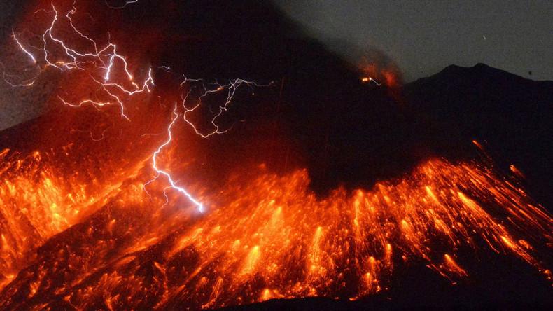 Japans Sakurajima-Vulkan, nur 50 Kilometer vom Sendai Atomkraftwerk entfernt