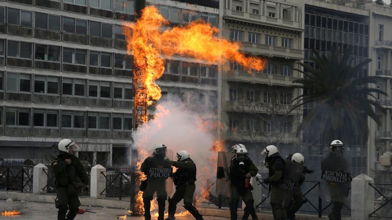 Wut in Athen: Generalstreik gegen Renten- und Steuerreform eskaliert