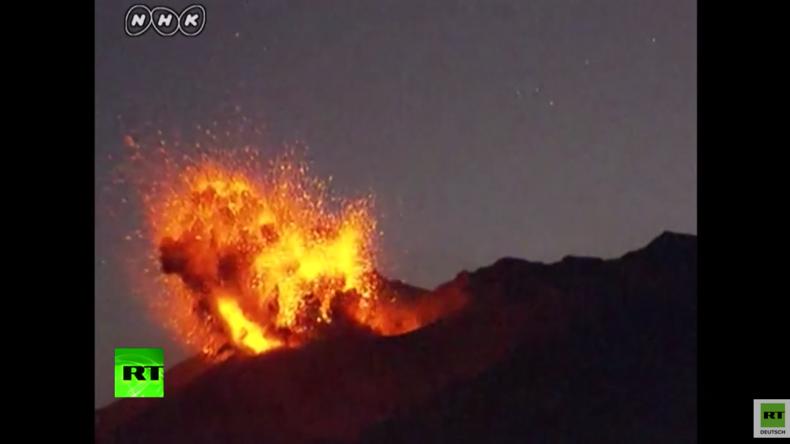 Video zeigt spektakulären Vulkanausbruch in Japan
