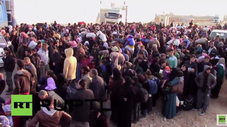 Aleppo: Menschen zwischen den Fronten - Zehntausende Flüchtlinge warten an Grenze zur Türkei