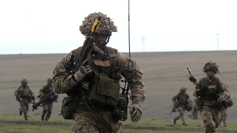"""Britische Soldaten bei der Militärübung """"Wind Spring 15"""" im April 2015 in Smardan, Rumänien."""