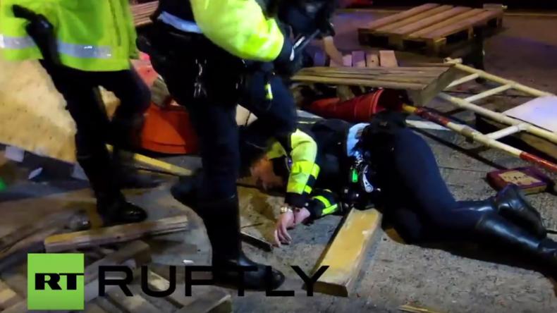 Schwere Zusammenstöße zwischen Polizei und Demonstranten in Hong Kong – 48 Polizisten verletzt