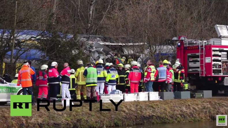 Bad Aibling: Frontalzusammenstoß von zwei Zügen tötet mindestens acht Menschen und verletzt über 150