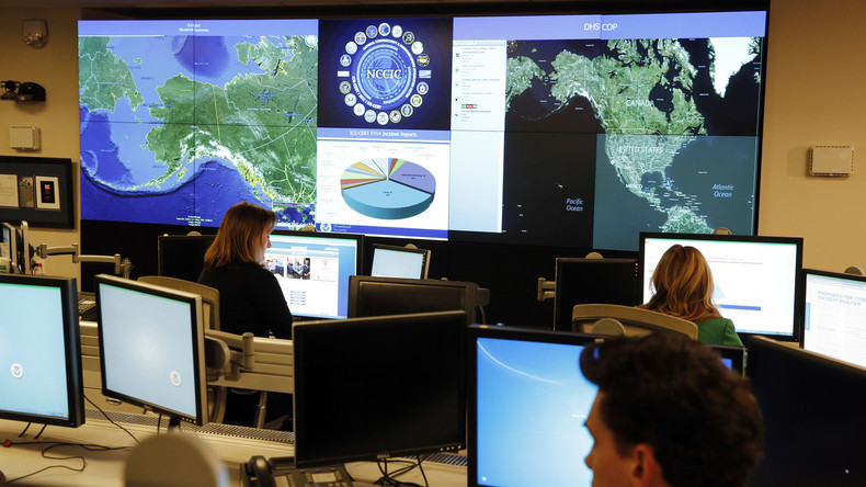 Mitarbeiter des Department of Homeland Security im National Cybersecurity and Communications Integration Center in Arlington, Virginia, Januar 2015.