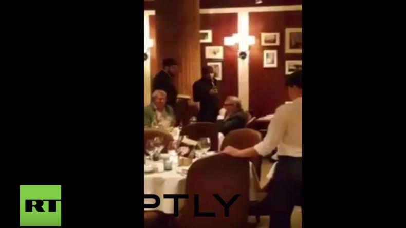 Moskau: Oppositioneller und Sanktionsbefürworter Kassjanow bekommt Torte ins Gesicht