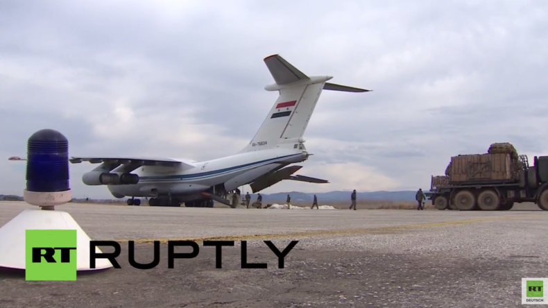 Syrien: Hilfsgüter in Zusammenarbeit mit Russland über belagerter Stadt Deir ez-Zor abgeworfen