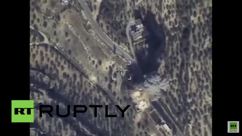 Syrien: Russische Su-24 zerstört Kommandozentrale des IS in der Region von Idlib