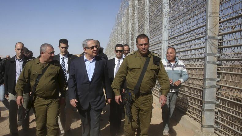 Israels Premier Benjamin Netanjahu bei der Besichtigung einer Grenzanlage
