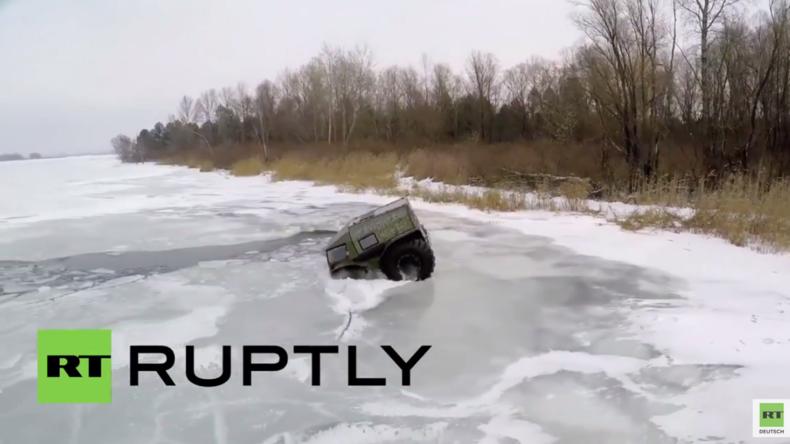 """Russland: Schnee, Eis und Wasser keine Herausforderung für den russischen Geländewagen """"Sherp"""""""