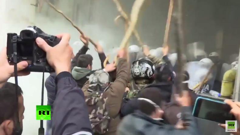 Athen: Gewalt und Chaos brechen aus - Bauern stürmen Landwirtschaftsministerium