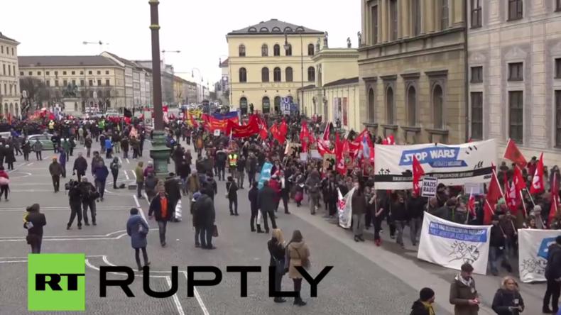 Hunderte protestieren am Rande der Münchner Sicherheitskonferenz gegen die NATO und Krieg