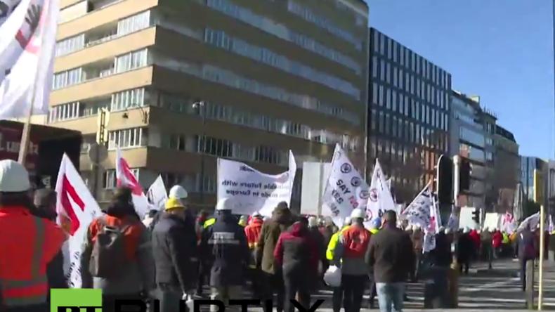 Live: Tausende protestieren in Brüssel gegen chinesische Dumping-Preise