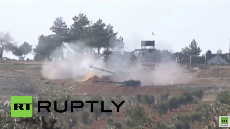 """Türkei schießt erneut auf syrisches Gebiet und droht Russland mit """"extrem entschlossener Antwort"""""""