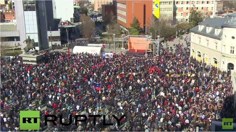 Live: Kosovo zum 8. Jahrestag der Unabhängigkeit: Großdemo der Opposition will Regierung stürzen