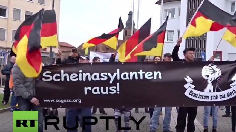 Pirmasens: Protest gegen Flüchtlinge bei Merkel-Besuch in Rheinland-Pfalz