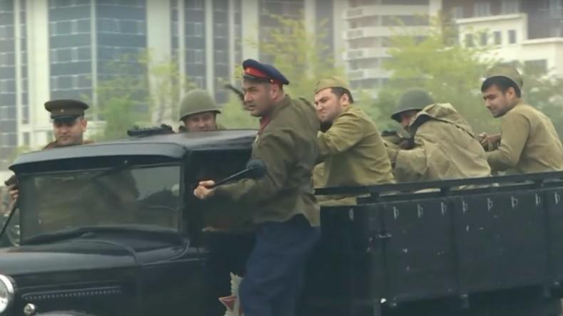 Live: Russlands Kommunistische Partei feiert 98-Jähriges seit der Gründung der Roten Armee