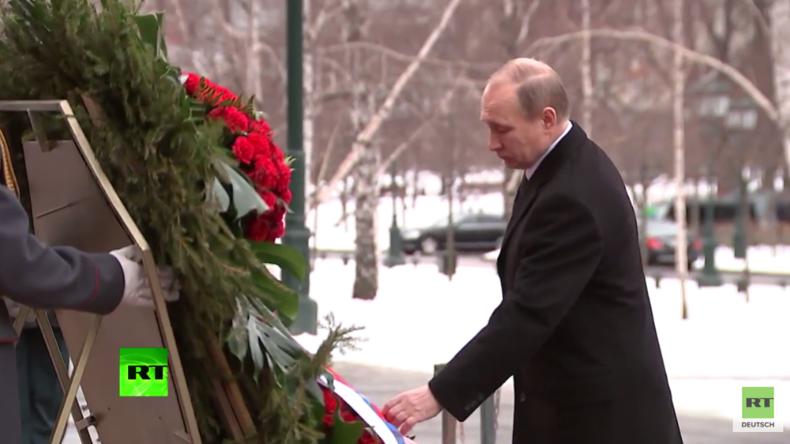 """""""Tag des Verteidigers des Vaterlandes"""": Putin legt Kranz am Grab des unbekannten Soldaten nieder"""