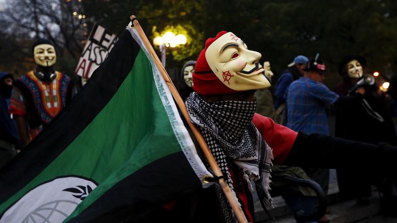 Anonymous-Aktivist bei einer Demonstration