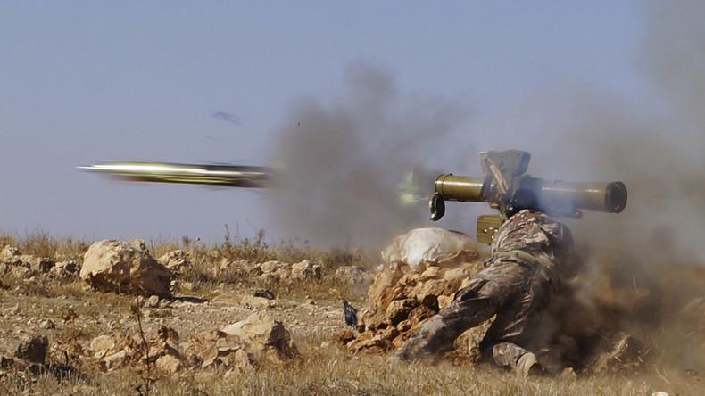 Kämpfer der Freien Syrischen Armee feuert eine TOW-Panzerrakete ab. Wer Arabisch spricht und Ärger mit seinen Nachbarn hat, kann diese Geräte nun auch bei Facebook erwerben, Hama, Oktober 2013.
