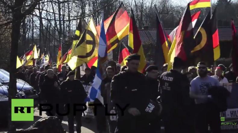 """Deutschland: """"Wir sind die Grenze"""" - Anti-Flüchtlingsprotest an Grenze zu Österreich"""