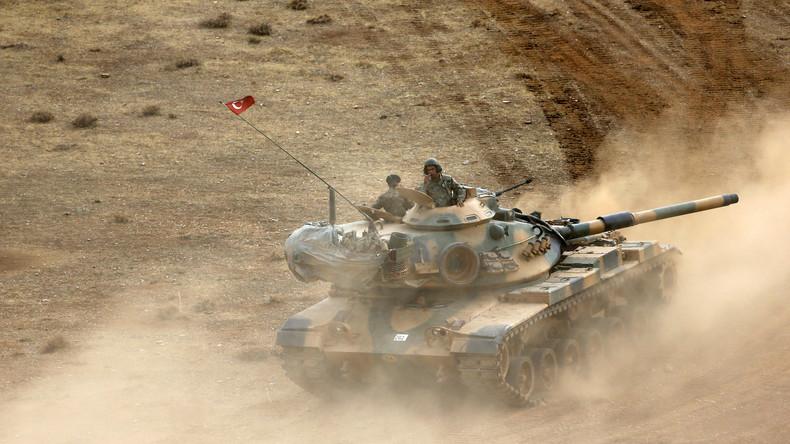 Videobeweis: Ankara richtet Aufmarschgebiete mit schwerem Militärgerät an syrischer Grenze ein