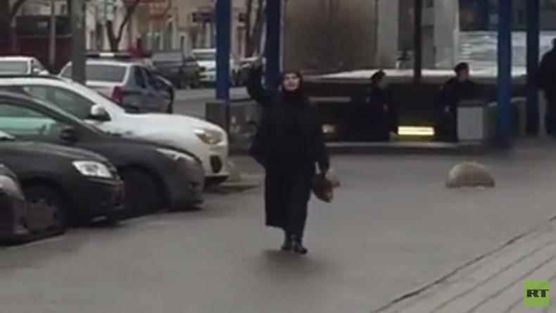 Verbrechen in Moskau: Schwarz verschleierte Frau köpft Kind und droht sich in die Luft zu sprengen