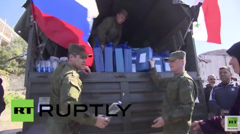 Syrien: Russische Soldaten verteilen humanitäre Hilfe in der Provinz von Latakia
