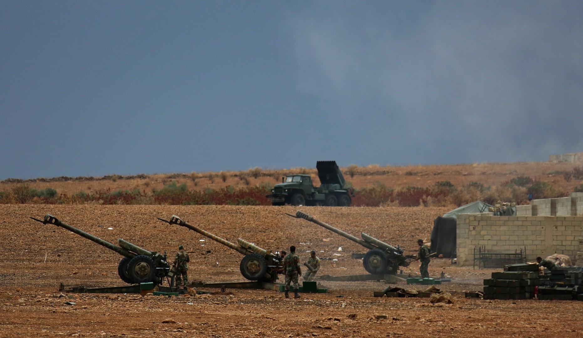 Artilleriestellung der Syrisch Arabischen Armee in der Hama Provinz.