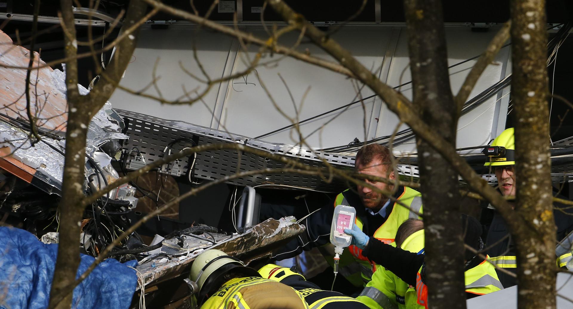 Versorgung der Verletzten durch die Rettungskräfte